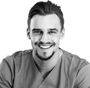 Arzt und Spezialist für nichtinvasive Schönheitsbehandlungen